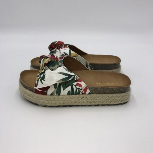 vista lateral sandalias estampado tropical